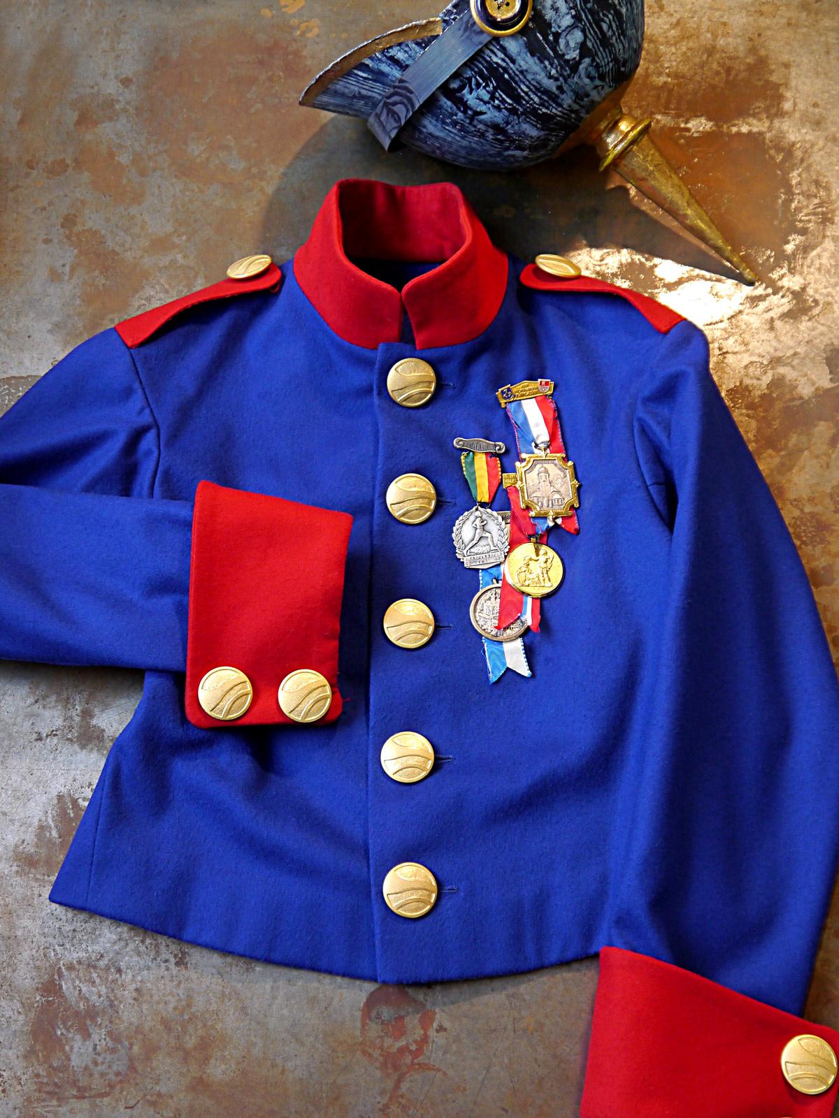 La Fille du Regiment-Die Regimentstochter-Kostuembildner-Bernhard Duss-Costuemdesign-Kostuembild-Oper-Ausstattung-theateruniform-uniform-pickelhaube